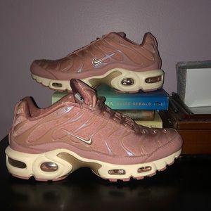 Pink Women's Nike Air Max Plus